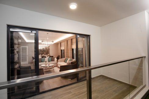 ME4-SampleFlat-Balcony